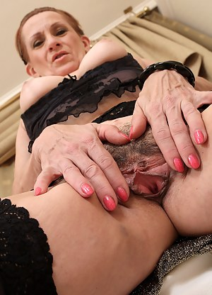 Free MILF Beaver Porn Pictures