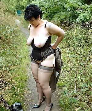 Free MILF Outdoor Porn Pictures