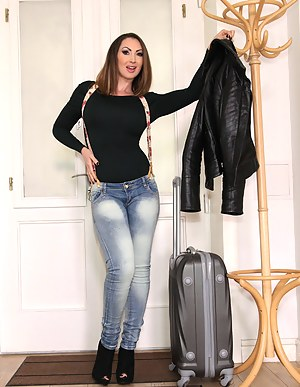 Free MILF Jeans Porn Pictures